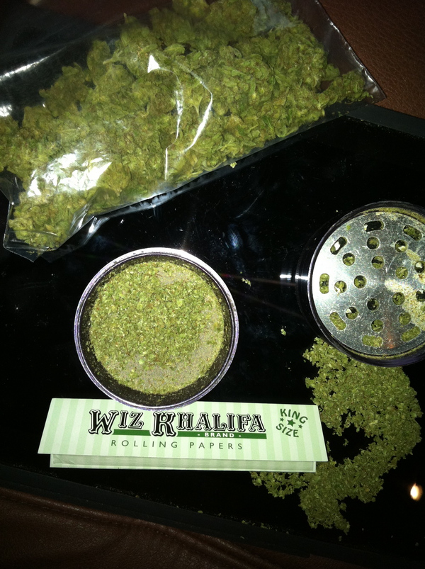 How To Roll A Perfect Joint With Wiz Khalifa The Weed