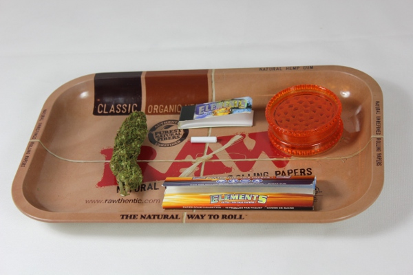 how-to-roll-a-joint-materials